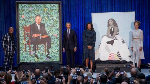 Барак Обама и его супруга Мишель на презентации своих портретов