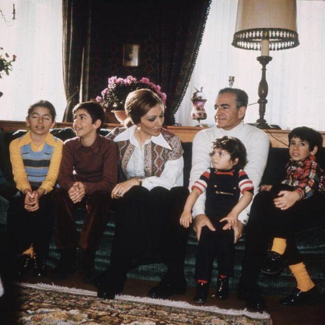 شاه و فرح و فرزندانشان رضا، علیرضا، فرحناز و لیلا