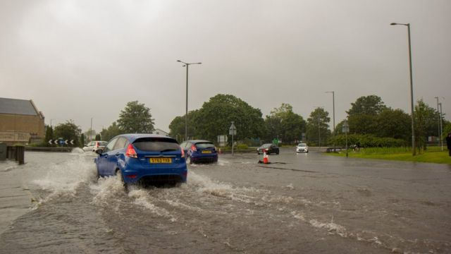 Rescue for 14 in Stirling trapped by flash floods