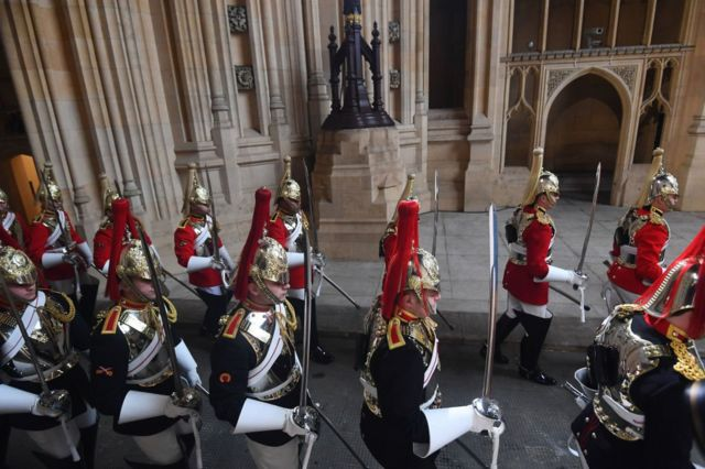 Як королева парламент відкривала у фото