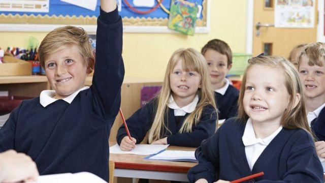فتيات في فصل دراسي