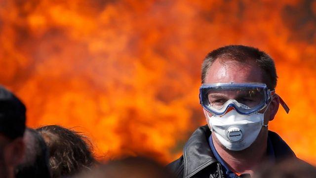 仏国内の8つの製油所のうち6つの生産活動が労組の抗議活動によって停止もしくは低下している