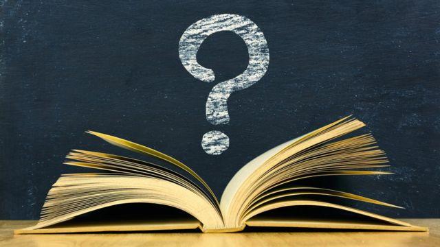Signo de pregunta sobre libro.