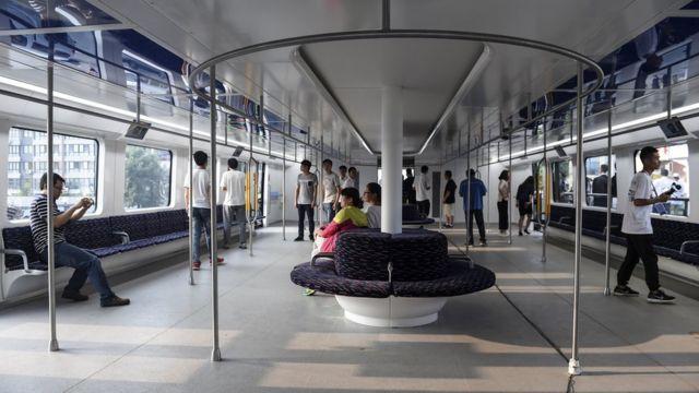 Dentro do 'superônibus', em fase de testes na China