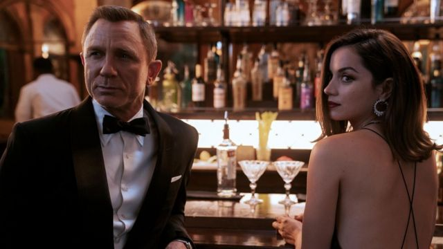 Son Bond filmi eleştirmenler tarafından çok beğenildi