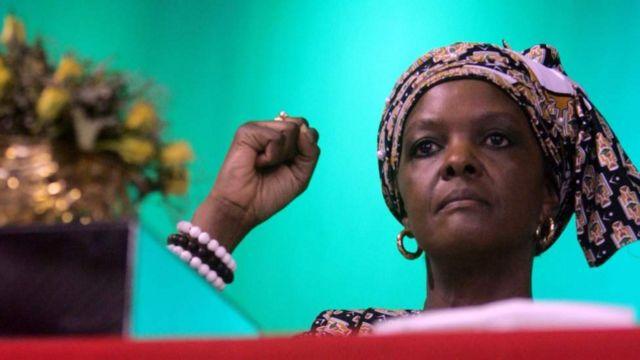 Iyo mpeta ya Grace Mugabe yayihawe igihe yahimbaza imyaka 20 iheze yubatse urwiwe