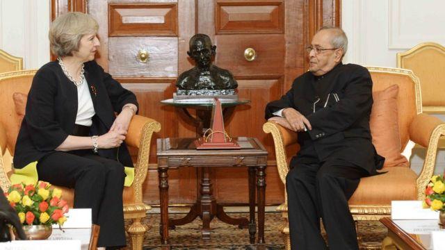تيريزا ماي رئيسة الوزراء البريطانية أثناء زيارتها للهند