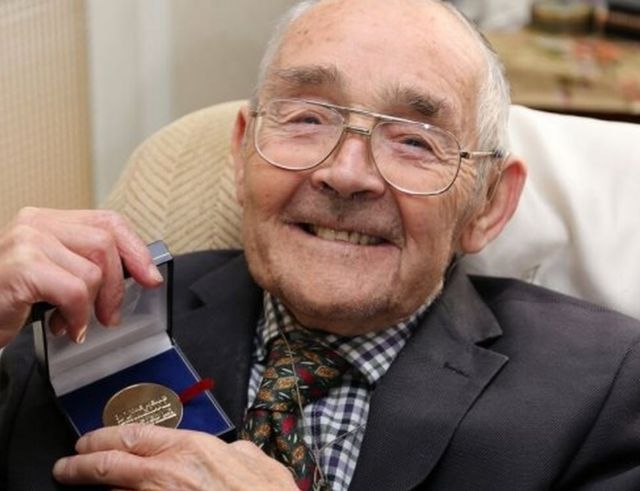 Clifford Whittaker given medal for living with diabetes for 80 years