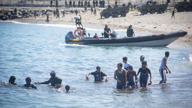 Some of the migrants voluntarily agreed to return to Morocco.