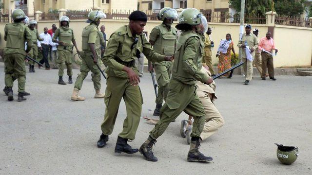 La police tanzanienne accusée d'avoir violemment réprimé une manifestation d'éleveurs a procédé à l'arrestation de l'opposant Zitto Kabwe.