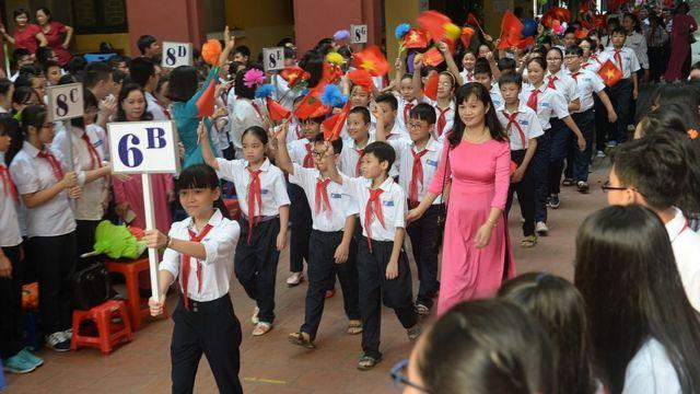 Học sinh lớp sáu tại lễ khai giảng ở Hà Nội