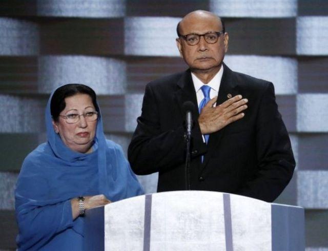 """شتمل خلاف ترامب مع والدي الجندي الأمريكي المسلم هميون خان الذي قتل في الحرب مزاعم أن والدته زليخة خان """"لم يُسمح لها بالحديث"""" بسبب دينها"""
