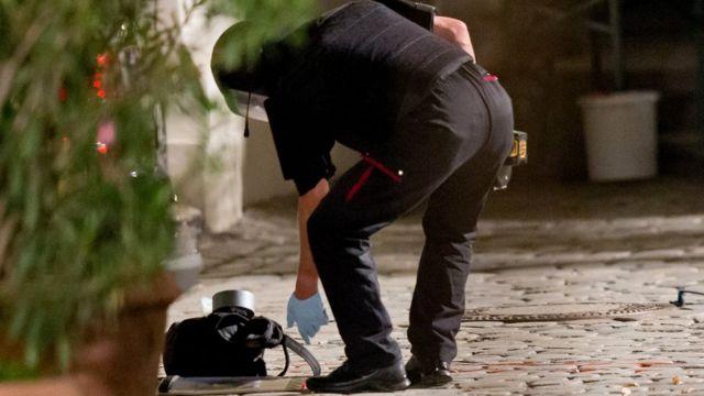 Полицейский ведет следствие в Ансбахе
