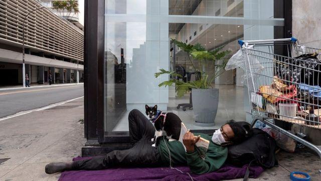 Morador de rua, na rua esquena da rua Agusta com a avenida Paulista