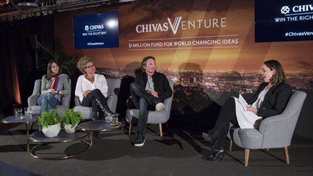 Karen Lynch (segunda da esq. para a dir.) participa de painel de discussão da Chivas Venture