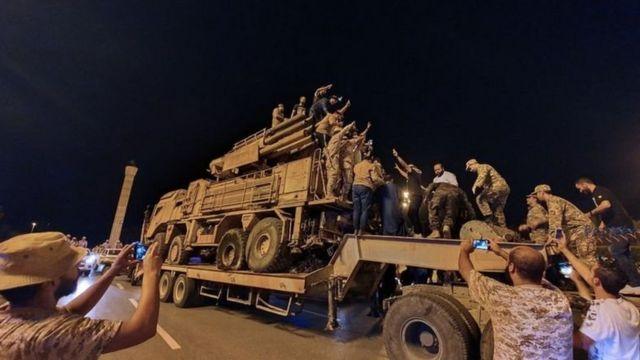 يكشف التقرير عن رحلات من تركيا والإمارات لنقل السلاح إلى ليبيا