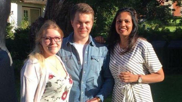 કિરણ ગુસ્તાફસન તેમના સ્વીડિશ ભાઈ-બહેન સાથે