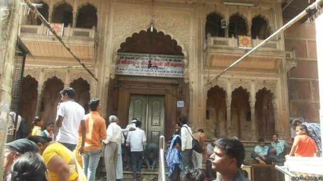 ठाकुर बांके बिहारी मंदिर का मुख्य द्वार