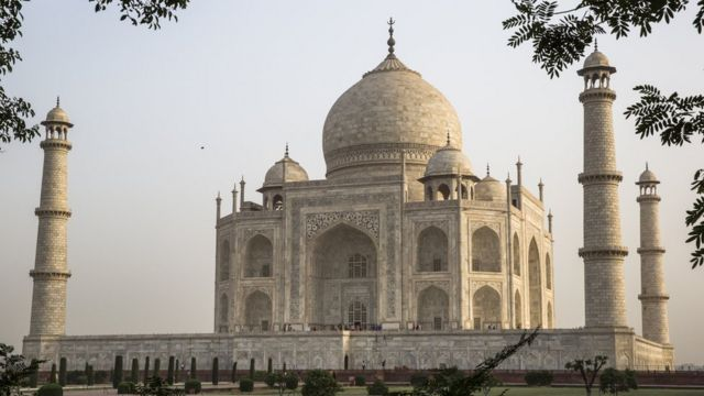 Taj Mahal: India monument 'not a Hindu temple'