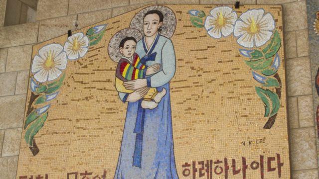 Imagem da madona carregando Jesus em estilo de pintura coreana
