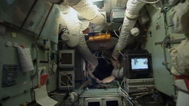 Las entrañas de la estación espacial Mir