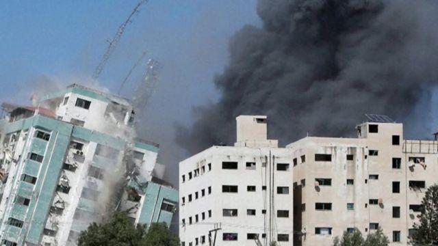 Prédios estão sendo bombardeados