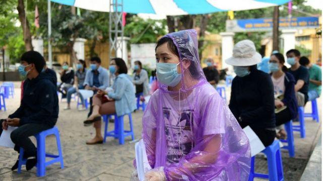 Người dân xét nghiệm Covid-19 tại Hà Nội
