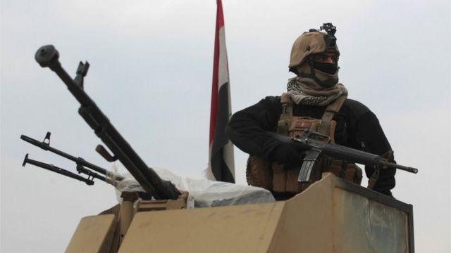 بدأت القوات العراقية مدعومة من قبل القوات الأمريكية في أكتوبر/تشرين الأول الماضي عملية موسعة لاستعادة الموصل