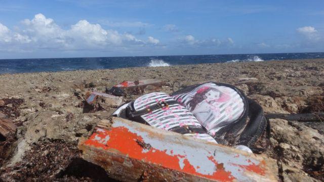 Un pedazo de la barca hundida en enero.