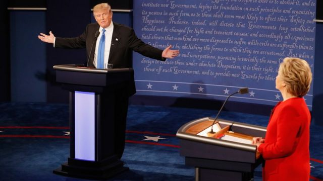 Trump e Hillary em debate na noite da segunda-feira
