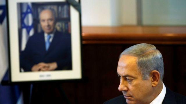 इसराइली प्रधानमंत्री बेन्यामिन नेतन्याहू शिमोन पेरेज को श्रद्धांजलि देते हुए