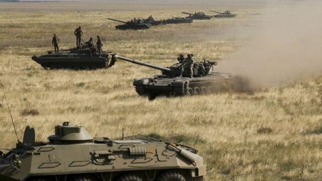 Tanques en la península de Crimea