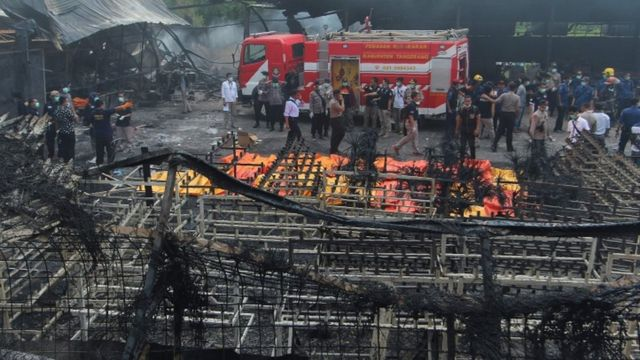 Dozens die in explosions at Indonesia fireworks factory