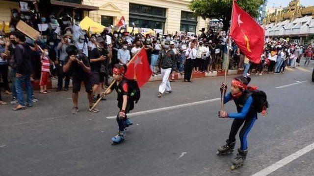 Biểu tình trên đường phố Myanmar thu hút đông thế hệ trẻ tham gia