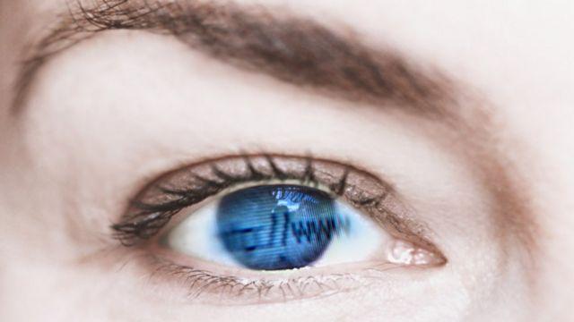 Ojo y reflejo de www