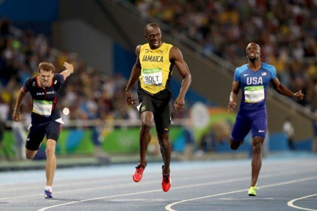 Bolt no separó la vista del cronómetro en toda la recta.
