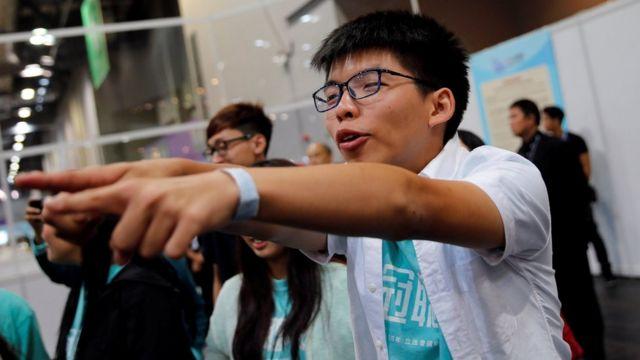 香港立法会選挙での躍進を喜ぶ黄之鋒氏(9月5日)