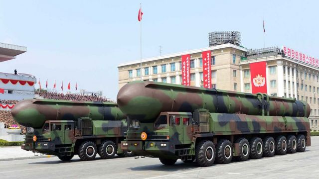 Северокорейские ракеты на параде в Пхеньяне