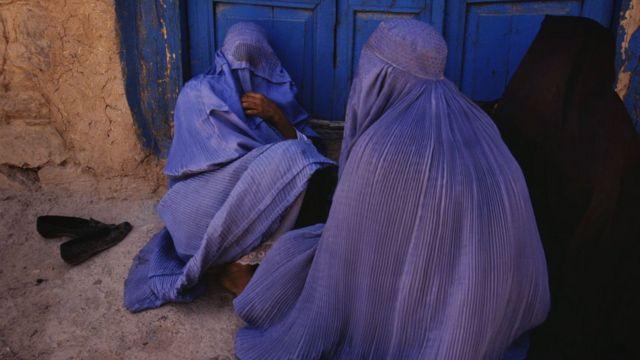 1996'da Afgan kadınlar
