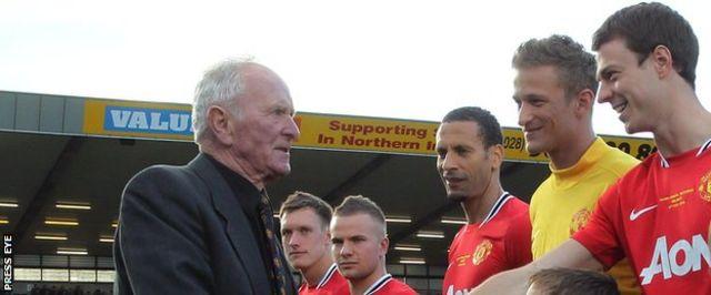 Manchester United a joué un match de témoignage pour Gregg à Windsor Park, Belfast, en 2012