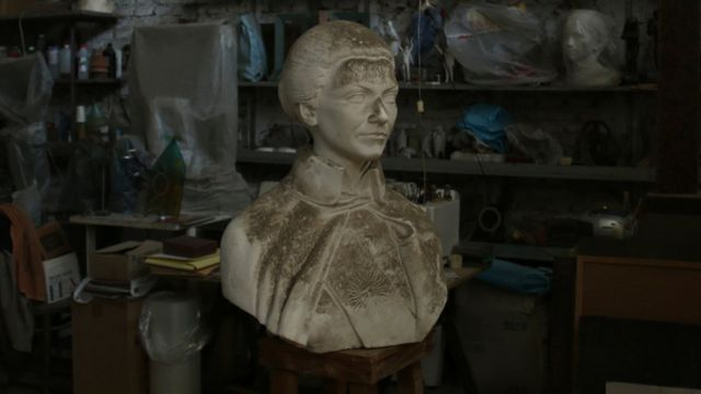 Modelo en yeso del busto perdido de Isabel Perón, obra del artista Enrique Savio.