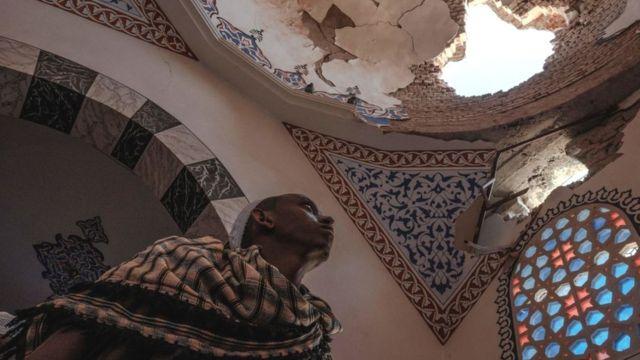 Mausoleo dañado en la mezquita de al-Negashi