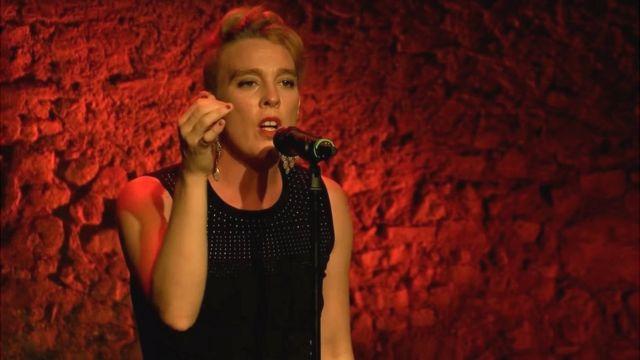 Barbara Weldens cantando