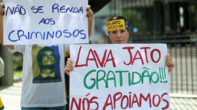 Manifestantes apoiam a Lava Jato