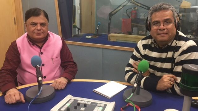 बीबीसी स्टूडियो में पत्रकार प्रदीप सरदाना के साथ रेहान फ़ज़ल