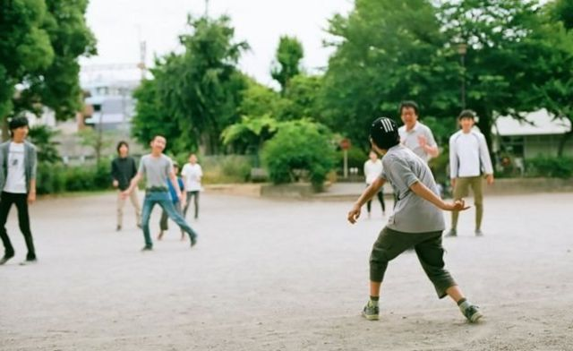 Anak-anak bermain di Tamagawa Free School.