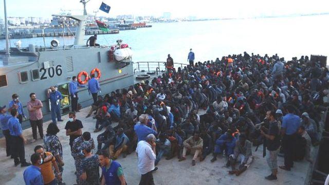 En 2016, 181.000 migrants étaient parvenus en Europe via les côtes italiennes, 90% d'entre eux en provenance de Libye.