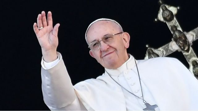 Pope Francis has used his traditional Christmas Day message to call for dialogue in the Middle East and a solution to the tensions on the Korean peninsula.