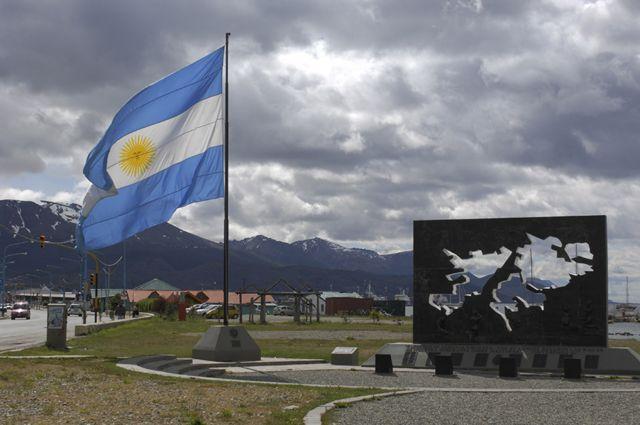 Un monumento a la Guerra de las Malvinas/Falklands en Ushuaia, en la provincia de Tierra del Fuego en Argentina