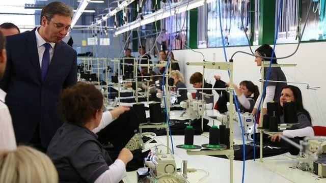 Vučić obilazi fabriku